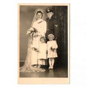 Wedding photo Ober-corporal-Communicator of the Wehrmacht with his wife and children