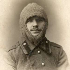 A rare photo of ensign of the guards artillery (?) in knitted hat