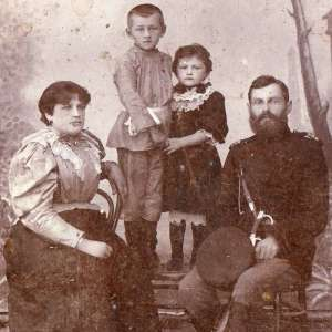 Photo of a policeman of the district police in the family, 1896
