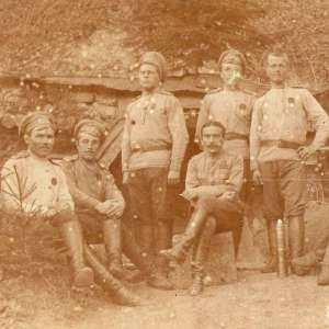 Photo of a group of artillery – knights of St. George with the officer
