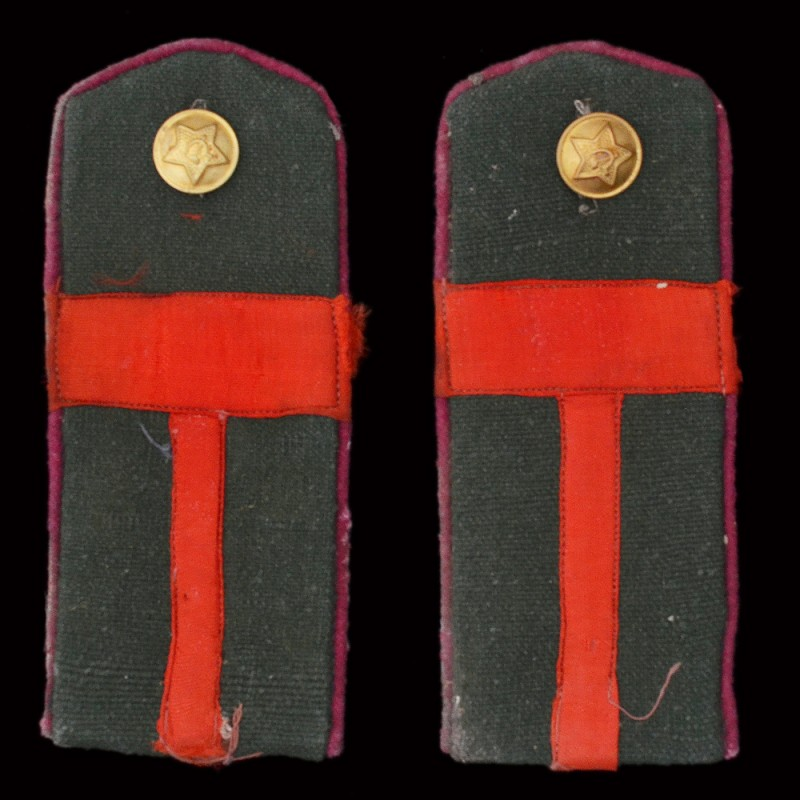 The shoulder straps of the foreman of the red army infantry of the sample 1943