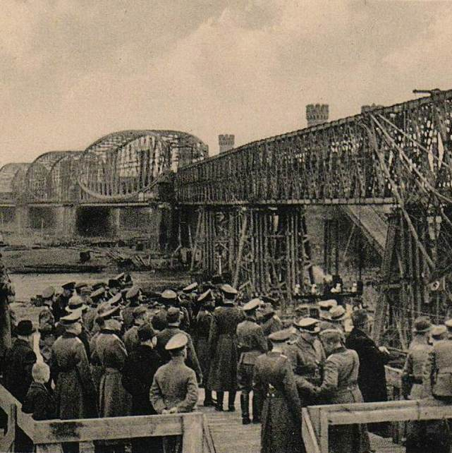 "Postcard ""German officers inspect the construction of the bridge"""